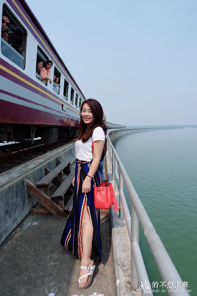泰國向日葵華富里水上火車泰國鐵路旅行